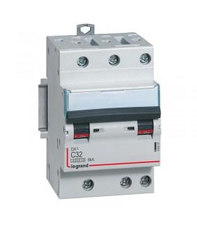 Disjoncteur tripolaire 32 A Disjoncteur DX3 - Courbe C - 4.5 kA